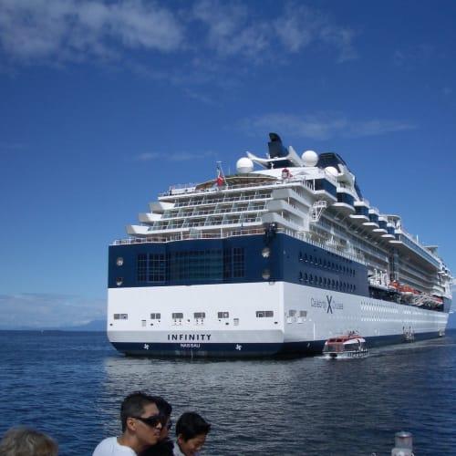 テンダーで上陸 ナナイモ | ナナイモ(バンクーバー島)での客船セレブリティ・インフィニティ