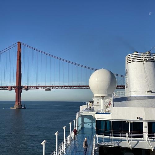 ゴールデンゲートブリッジを通過してサンフランシスコに入港。 | サンフランシスコ(カリフォルニア州)での客船シィレーナ