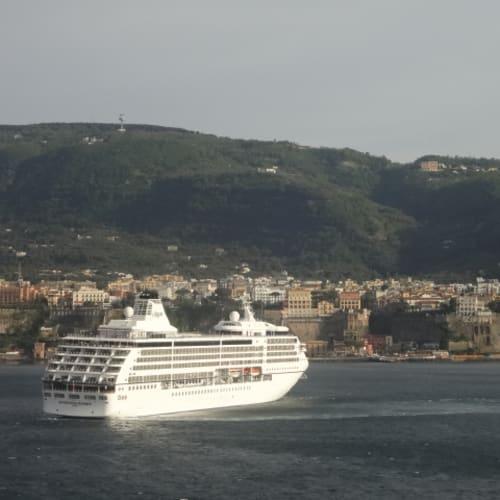ソレント  (イタリア) | ソレントでの客船リビエラ