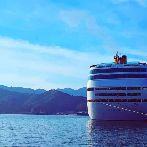 舞鶴港と河野スタネオロマンチカ | 舞鶴での客船コスタ・ネオロマンチカ