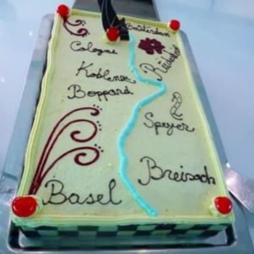 下船前日あったケーキのデモンストレーションで出されたケーキ。 | 客船SSアントワネットのフード&ドリンク、船内施設