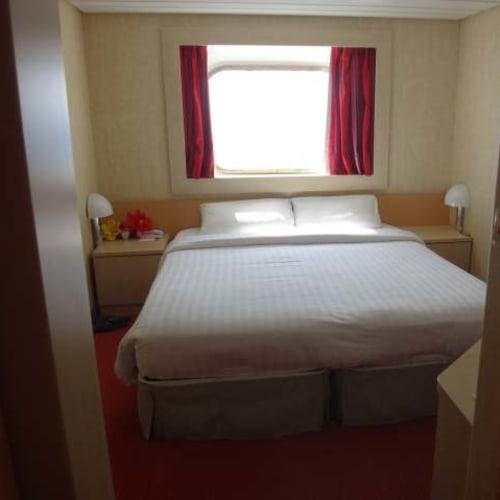 部屋に戻る度きれいにメイクアップしてあるのが嬉しい。 | 客船コスタ・ネオリヴィエラの客室