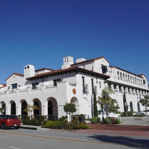 柔らかな日差しが心地よい街並みはスペインの雰囲気を模した街作りとのことでした。 | サンタバーバラ(カリフォルニア州)