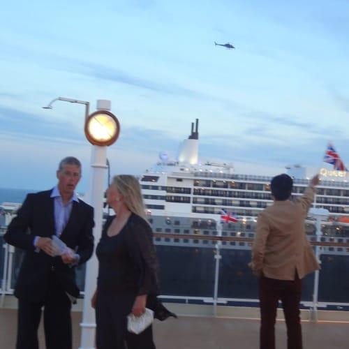 スリークイーンズ リスボン出港  ビクトリアからメリー2を撮影 | リスボンでの客船クイーン・メリー2
