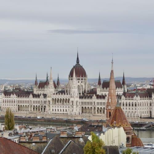 ここからは国会議事堂の全体が望めます。 | ブダペスト