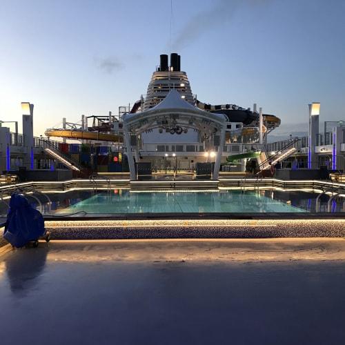 客船ゲンティン・ドリームの外観、船内施設