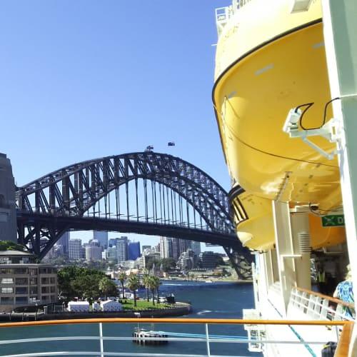 シドニー停泊中の船内からの眺め | シドニー