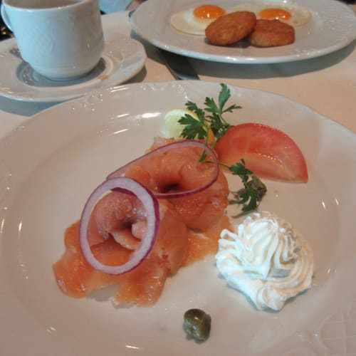 9/27 Breakfast at 5th FL Black Crab restaurant, ordered smoked salmon.