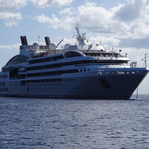 客船ル・リリアルの外観