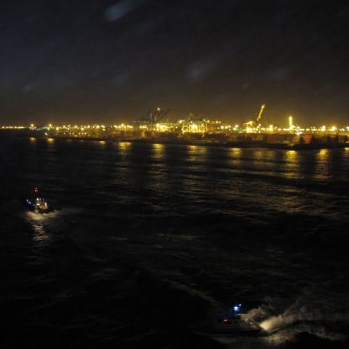 この時までは良かったがロスアンゼルスに戻る航路はすごく揺れて船酔い続出!ハリケーンに向かってましたから。ロスの街も大停電で大変だったようです。   ロングビーチ