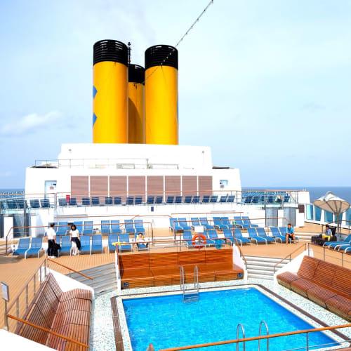 大人専用プールエリア(無料) | 客船コスタ・ネオロマンチカの船内施設