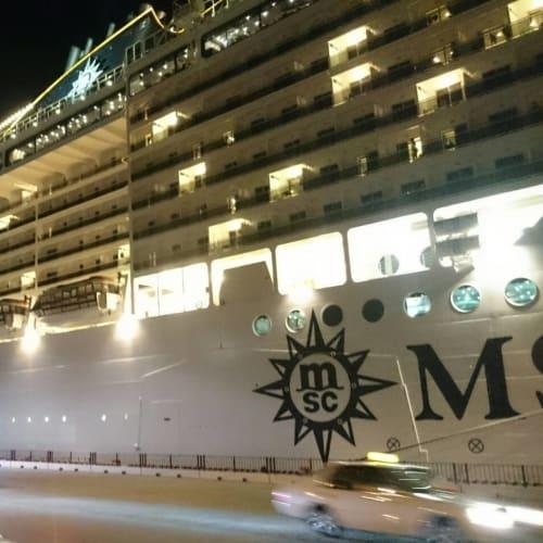 夜のMSCスプレンディダ。綺麗です。大阪港でオーバーナイト。 | 大阪での客船MSCスプレンディダ