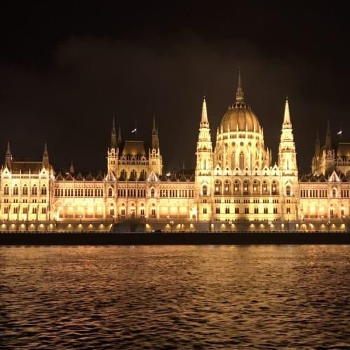 ブダペストナの真珠、ナイトイトクルーズの華、国会議事堂もお決まりのスポットですね。 | ブダペスト