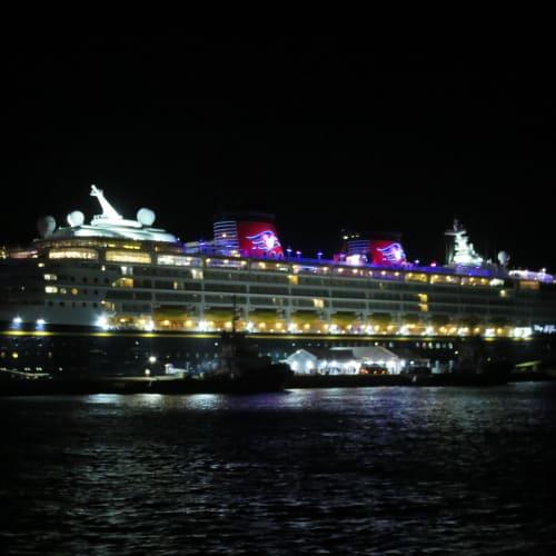 バミューダ停泊中のMagic号♪ | キングスワーフ(バミューダ諸島)での客船ディズニー・マジック