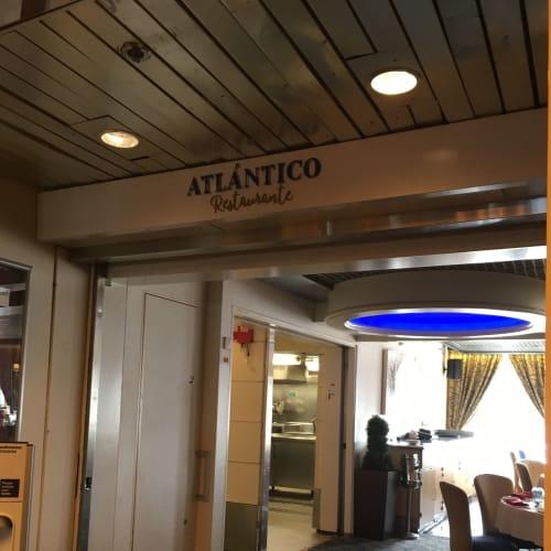 レストランの裏口。表の写真を撮りそびれました。 | 客船プルマントゥール・ホライズンのダイニング、船内施設