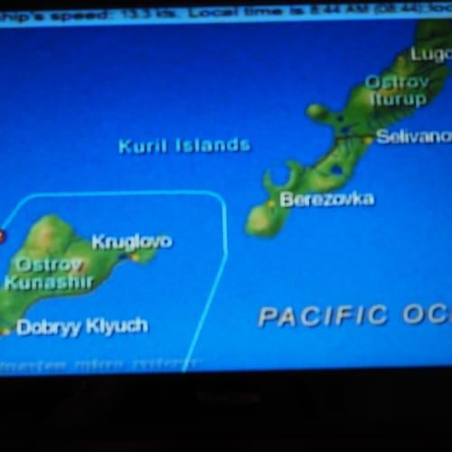 国後島と択捉島の海峡を抜けて行きます。