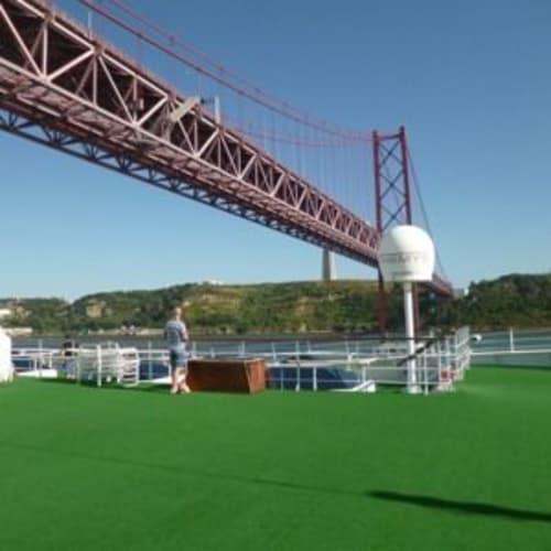 4月25日橋をくぐりました。 | リスボンでの客船クリスタル・セレニティ