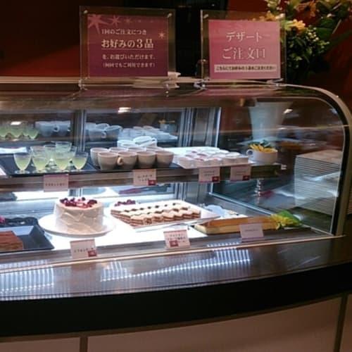 ケーキコーナもなかなかのものでした。 | 客船サン・プリンセスのブッフェ、フード&ドリンク