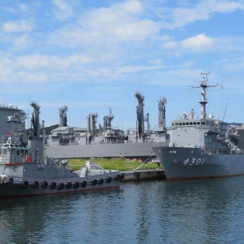 舞鶴には海上自衛隊があり、舞鶴造修補給所界隈を散策し自衛隊艦船を見物。 | 舞鶴
