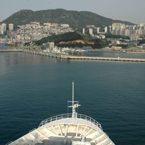 釜山入港 | 釜山での客船レジェンド・オブ・ザ・シーズ