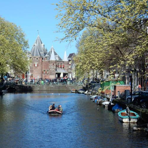 Day7#アムステルダム#運河沿いの風景#計量所を望む | アムステルダム