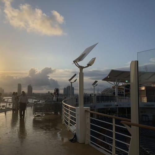 客船シンフォニー・オブ・ザ・シーズの船内施設
