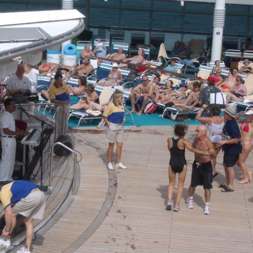 客船ナビゲーター・オブ・ザ・シーズの乗客、クルー、船内施設
