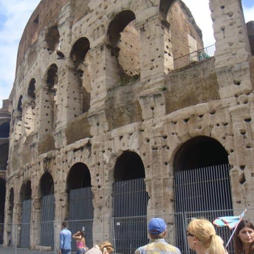 チビタベッキアからローカルのツアー会社のローマ町歩きツアーに参加。 コロッセオは、思ったよりずっと大きかった。 古代ローマ帝国の威力に感動。 | チビタベッキア(ローマ県)