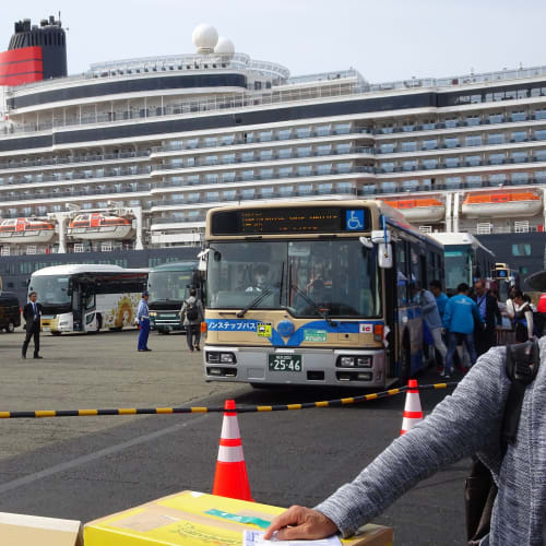 スーツケースを預け、いよいよ、シャトルバスで日本大通りへ。 QEよ、お世話になりました。来年は周到なる準備をして、来日される事を待ち望みます。 | 横浜での客船クイーン・エリザベス