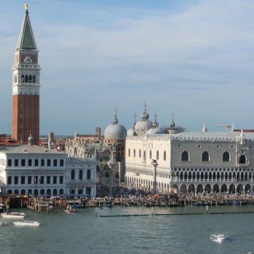 土曜日のサン・マルコ広場は大変な賑わい | ヴェネツィア