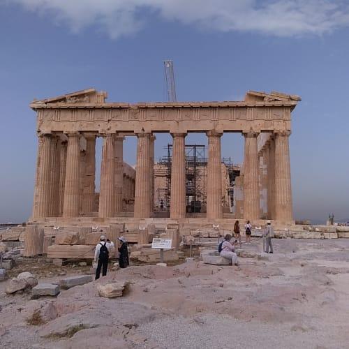 写真はアクロポリスのパルテノン神殿です。ピレウスのエクスカーション情報を記載します。乗船後のリーフレットにより割引価格が記載されていたりするので、よく見て購入するといいです。(私はフリー観光)  Athenian Riviera and Cape Sounion(4h,49.95ユーロ) /The sites and flavours of Athens(5h,49.95ユーロ) /Transfer to Athens(4.5h,20ユーロ) /Panoramatic tour of Athens(5h,30ユーロ) /Between the walls of the Corinth Canal(4.5h,65ユーロ→48.75ユーロ) /The Acropolis and Plaka(5h,65ユーロ→48.75ユーロ) | ピレウス(アテネ)