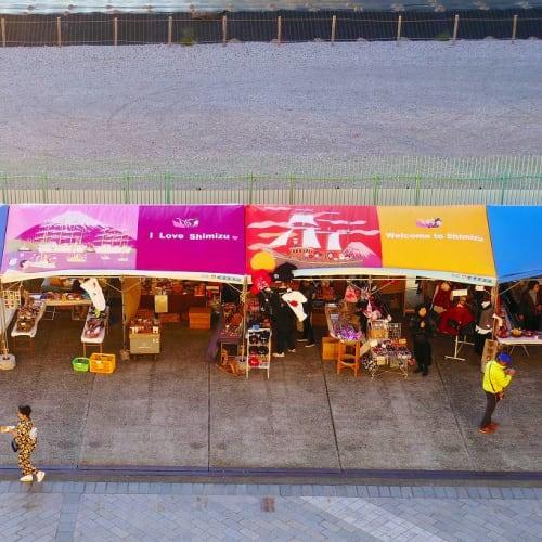 清水のお土産店のテントは柳原良平さんのテント。   清水(静岡)