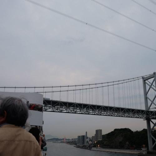 日本人も外国人も大好きな橋くぐり