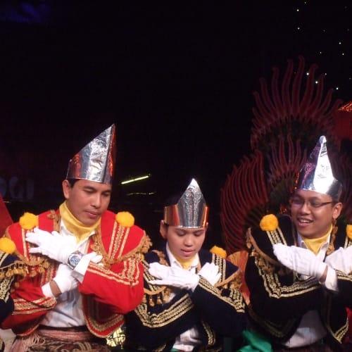 インドネシア人ワーカーによる踊りと歌のショー | 客船アムステルダムのクルー、アクティビティ