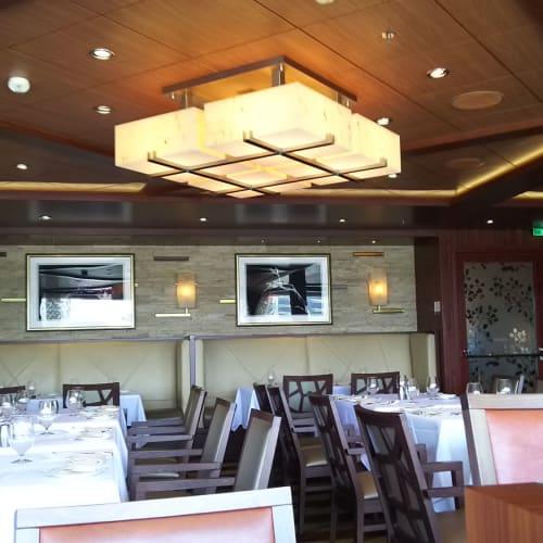 Coastal Kitchen(スイート専用レストラン)。落ち着いた雰囲気です。