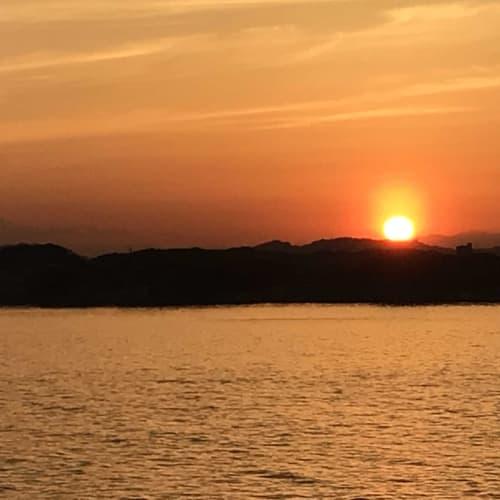 大さん橋出航後、日の入りとを見に行ったら富士山も見えました。 綺麗でした。ラッキー! | 横浜