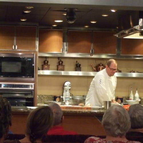 シェフの料理教室  | 客船アムステルダムのクルー、フード&ドリンク、アクティビティ