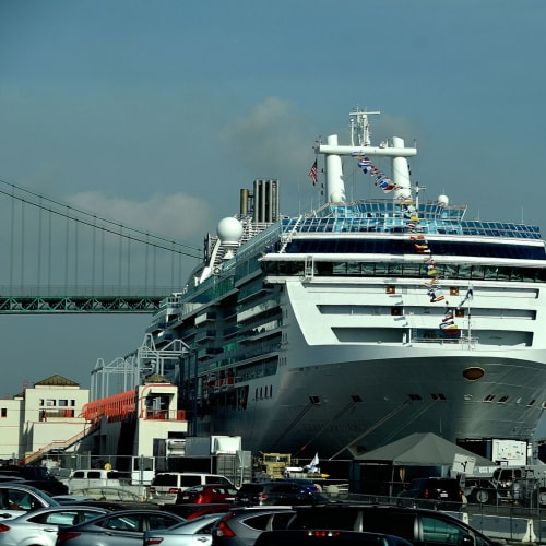 一日目:ロングビーチ(ロサンゼルス)港よりアイランド・プリンセス号で出航   ロングビーチでの客船アイランド・プリンセス