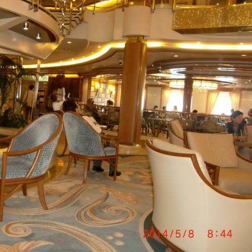 船内 中央部 3階吹き抜け 広間」   客船サン・プリンセスの船内施設