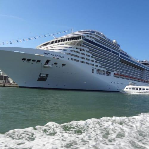 客船MSCファンタジアの外観