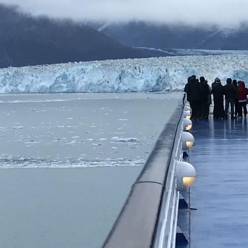 圧巻の眺めグレイシャーベイ | グレイシャーベイ(アラスカ州)での客船セブンシーズ・マリナー