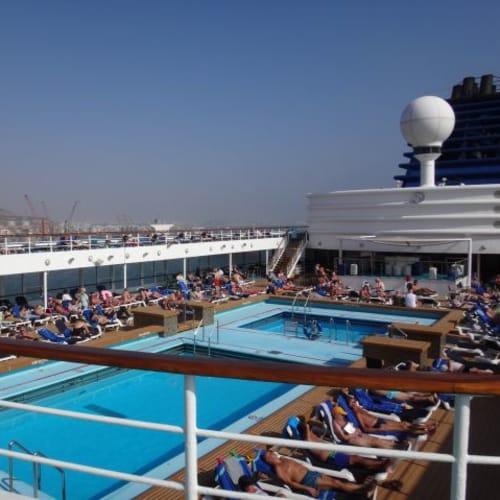 広さこそ違え、デッキはどこも似たような雰囲気です。 | 客船プルマントゥール・ゼニスの船内施設