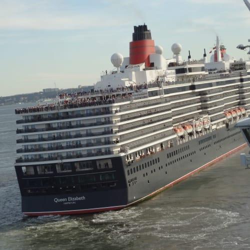 クイーンエリザベス スリークイーンズ リスボン出港 | リスボンでの客船クイーン・エリザベス