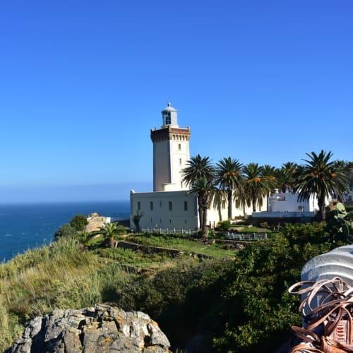 ジブラルタル海峡のモロッコ側に有るスパルテル岬灯台。 | タンジェ