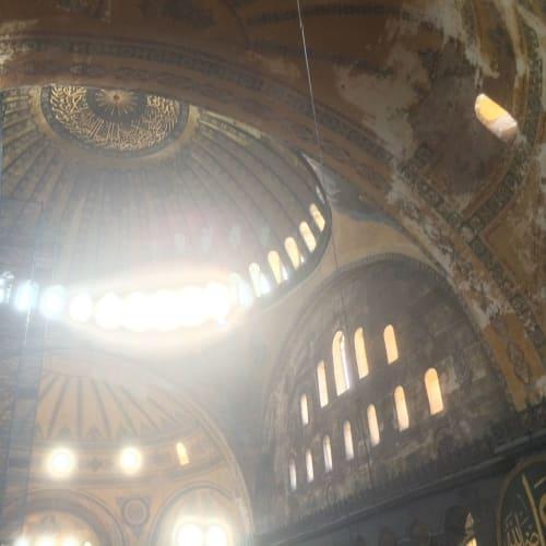 アヤソフィア内部から天井を望む | イスタンブール