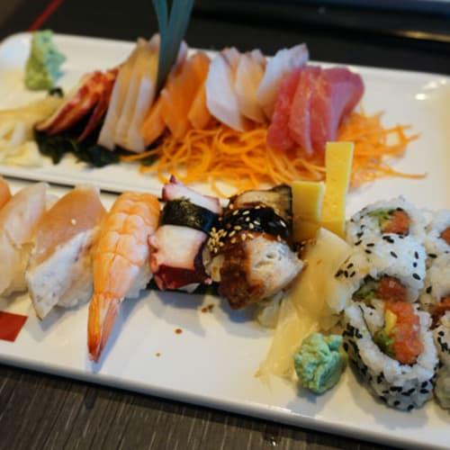 ですが・・・・・ こちらの刺身と寿司は 口の中の水分を全部持って行かれてしまうような感じで 正直、お勧め出来ません。 | 客船オアシス・オブ・ザ・シーズのダイニング、フード&ドリンク、船内施設