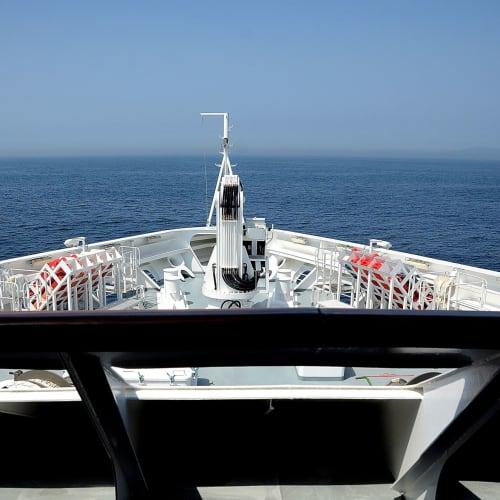 操舵室からの日本海、ロストラルでは操舵室への出入りが何時でも自由に出来る | 客船ロストラルの船内施設