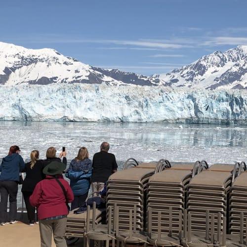 ハバード氷河。 好天の下、この世と思えぬ絶景に、絶句!? 3時間以上、停泊して見物したのですが、いつまで経っても飽きない景色でした。 動画は別添のYoutubeアドレスで鑑賞ください。 | ハバード・グレイシャー(アラスカ州)での客船クイーン・エリザベス