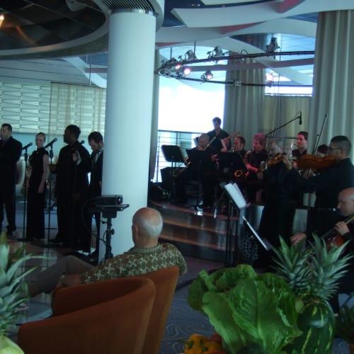 リピーターズパーティー スカイオブザベーションラウンジ | 客船セレブリティ・ソルスティスの乗客、アクティビティ、船内施設