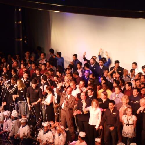 ワーカーの皆さんあリがとう 劇場 | 客船ザイデルダムのクルー、アクティビティ